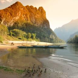 Sur l'eau, la Nam Ou
